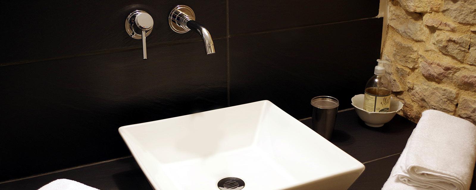 Lavabo Personne Mobilité Réduite lavabo ou vasque : la différence à connaître | guide artisan